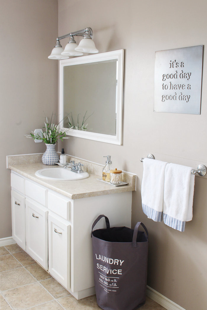 Easy ways to organize your bathroom. Love these tips!